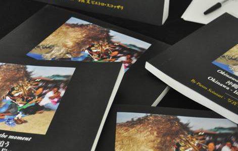 イタリアでのピエトロによる沖縄写真集、制作発表の様子